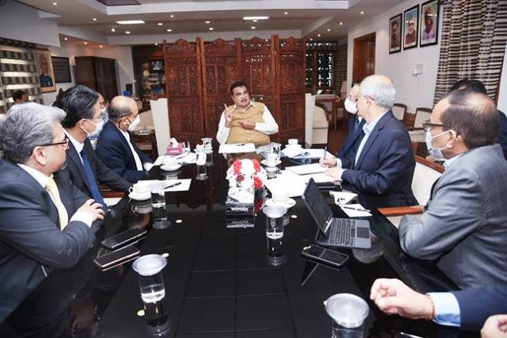 On March 21, Transport Minister Nitin Gadkari met the SIAM delegation to discuss deferment of CAFE Phase II norms. (Photo: Nitin Gadkari/Twitter)