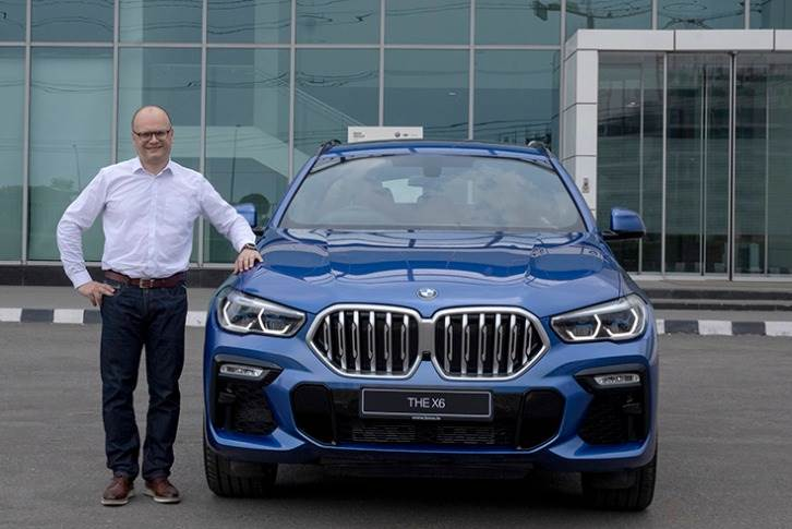 "Arlindo Teixeira, acting President, BMW Group India: ""The extrovert design, impressive dynamism and agility makes the all-new BMW X6 the most attractive and distinctive car in its segment."""