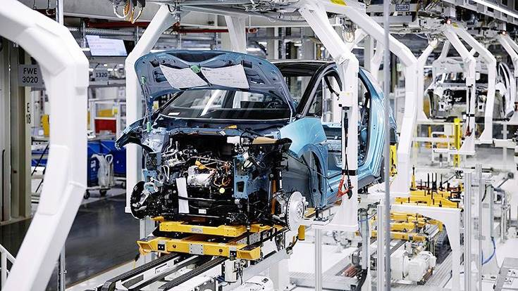 The newly installed 4-arm hangers from Durr transport the electric cars in Volkswagen's Zwickau factory.