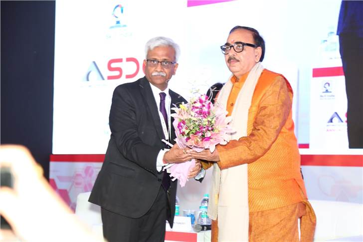 Nikunj Sanghi, Chairman, ASDC, with Dr Mahendra Nath Pandey, Minister of Skill Development and Entreprenuership, Govt. of India