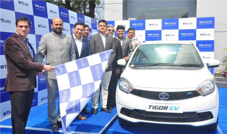 Senior management of Wise Travel India and representatives of Tata Motors flagging off the Tata Tigor EVs at Concorde Motors, Lajpat Nagar, New Delhi.