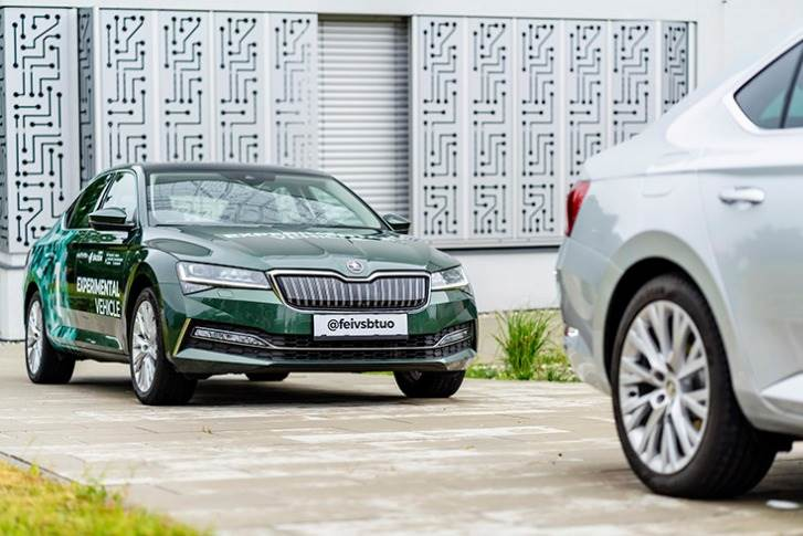 Two appropriately configured Skoda Superb iVs are currently undergoing test drives on the campus of the Technical University of Ostrava