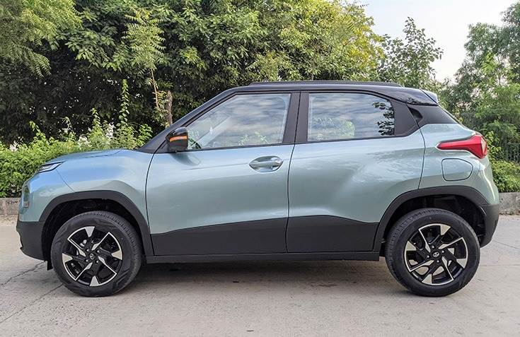 Side profile gets chunky body cladding, countered doors and 16-inch diamond-cut alloy wheels that add style. High ground clearance add versatility to overall package.
