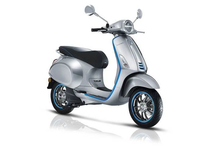 The electric scooter adopts generous 12-inch front and 11-inch rear aluminium alloy rims.