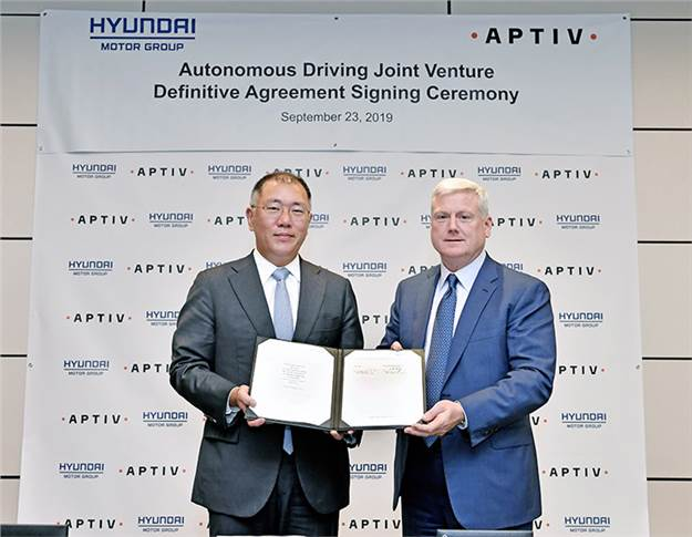 Euisun Chung, Executive Vice- Chairman, Hyundai Motor Group (left) and Kevin Clark, President and Chief Executive Officer, Aptiv, seal the $4 billion deal.