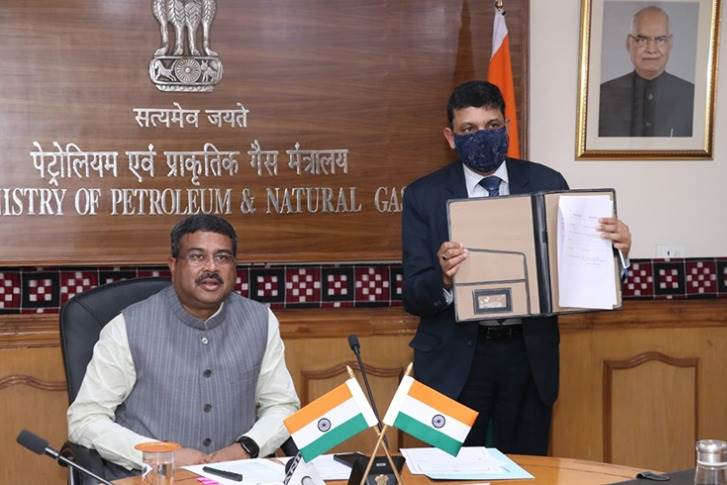 Maruti Suzuki and Ashok Leyland signed an LoI with IOC Phinergy today, in the presence of Dharmendra Pradhan, Minister for Petroleum & Natural Gas, and Yuval Steinitz, Israel