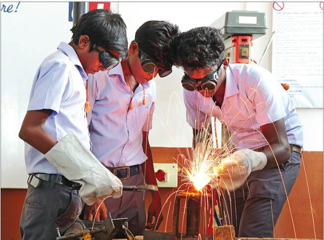 Freudenberg India provides theoretical and practical training in welding, fitting, machining, motor mechanics and electrician as per the German dual vocational system for a period of one or two years. Most students find employment immediately after completion of the course.