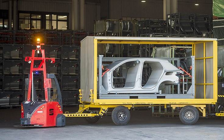 SEAT is the first industrial manufacturer in Europe to have outdoor, automated guided vehicles with SLAM navigation (simultaneous localisation and mapping), 4G connection and induction battery charging.