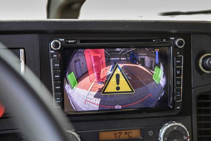 Safe reversing with trailers: A camera-based assistance system helps direct the vehicle, relieving the driver.