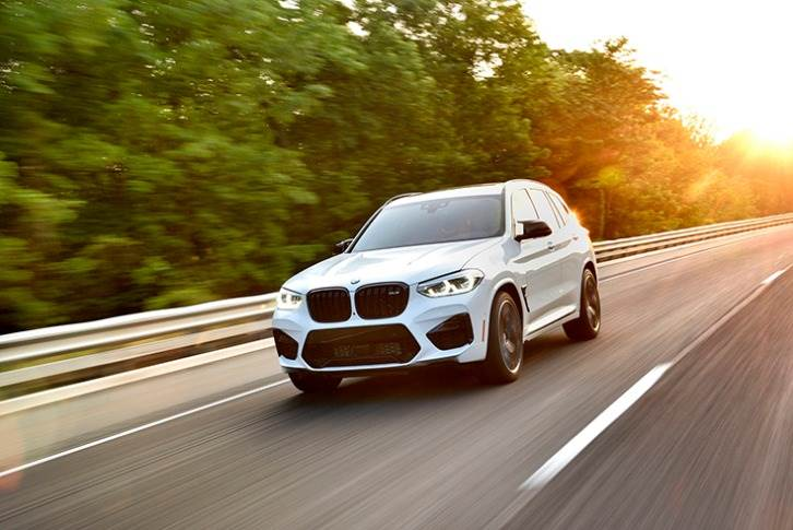 The new X3 M, powered by a six-cylinder in-line 3.0L twin-power turbo petrol engine, develops 480bhp and 600Nm, does 0-100kph in 4.2 seconds and has a limited top whack of 250kph.