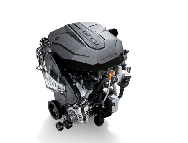 Korean and European customers can specify the Sorento's new four-cylinder 2.2-litre 'Smartstream' diesel engine, producing 202 hp and 440 Nm torque.