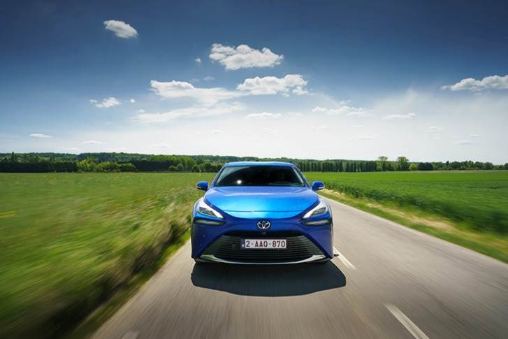The increased efficiency of the fuel cell system, coupled with a 1 kg increase in hydrogen capacity gives the Mirai a certified range of 650 kilometres under normal driving conditions.