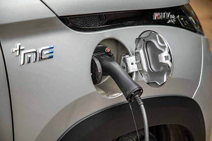 The eKUV100 can be charged in 5 hours 45 minutes on a regular charger, or 55 minutes on a fast charger.