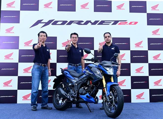 L-R: Yuichiro Ishii, Director, Sales & Marketing, HMSI; Atsushi Ogata, MD, President and CEO,HMSI and Yadvinder Singh Guleria, Director – Sales & Marketing, HMSI at the launch of the all new Hornet 2.0.
