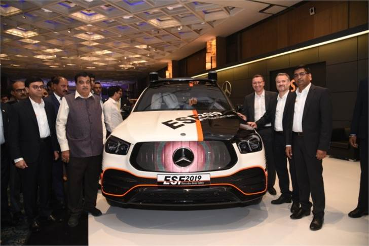 Jochen Feese; Manu Saale; Satyakam Arya; Nitin Gadkari, Minister for Road Transport & Highways of India and Martin Schwenk at the unveil of ESF 2019.