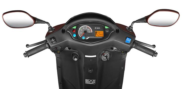 The Destini 125 features a semi-digital instrument console with a digital readout for basic information like fuel level, trip log and the odometer.