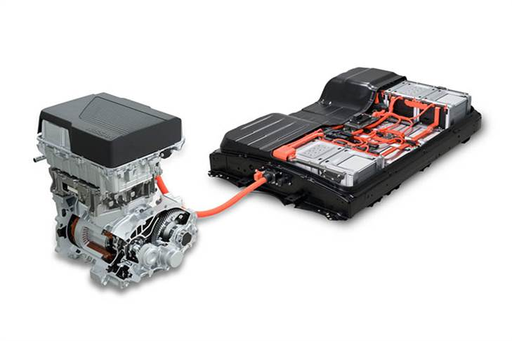 The high-capacity battery and more powerful motor in the Leaf e+ combine to produce 160 kilowatts of power and 340 Nm of torque, enabling faster acceleration when driving at high speeds.