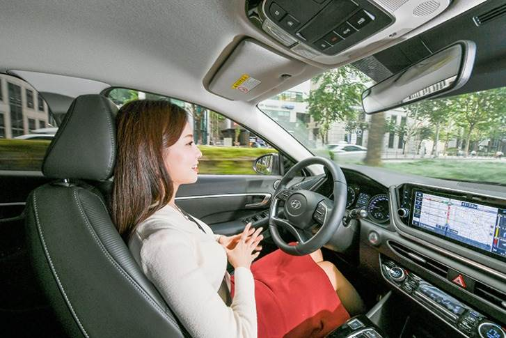 Hyundai says with the upcoming Highway Driving Assist system that features automatic lane change assist, SCC-ML achieves Level 2.5 self-driving.
