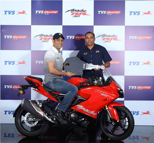 L-R: Mahendra Singh Dhoni and Meghashyam Dighole, head of marketing – Premium Segment, TVS Motor Company with the Race Tuned Apache RR 310.