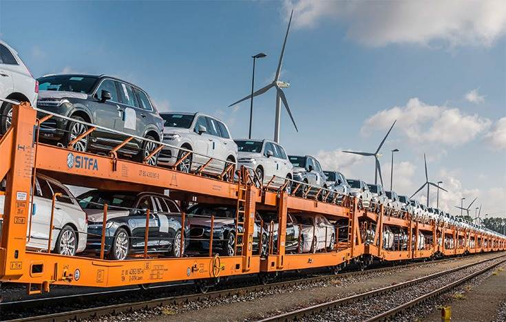 By implementing rail transport, Volvo Cars reduced CO2 emissions by almost 75% on the route between its Ghent, Belgium-based manufacturing plant and a purpose-built depot in northern Italy.