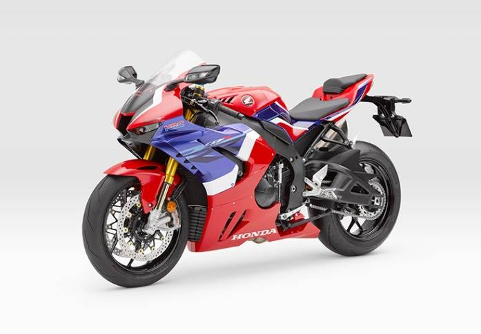 Mean machine> The Fireblade SP is powered by the 999.9cc, in-line, four-cylinder liquid-cooled engine that produces a stonking 214hp at 14,500rpm and 113Nm of torque at 12,500rpm.