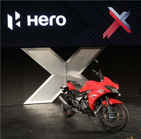 The Xtreme 200S also gets Bluetooth connectivity, turn-by-turn navigation and full digital LCD cluster that includes a gear indicator, trip meter and service reminder.