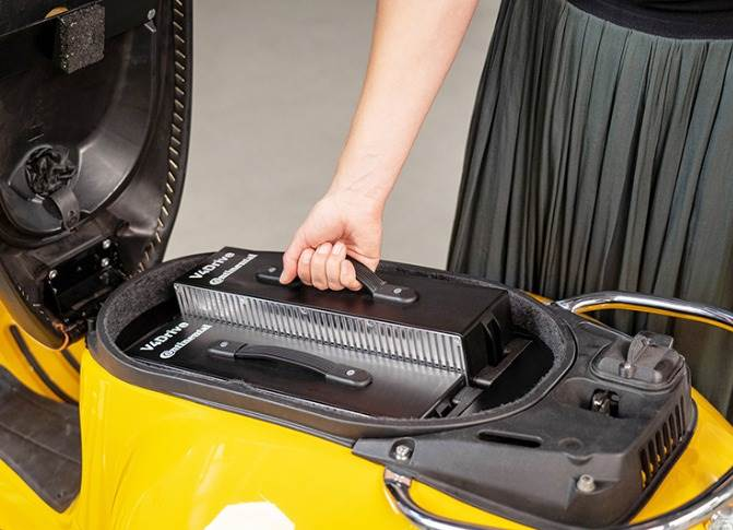 The new 48-volt battery pack is easy to remove and charge externally.