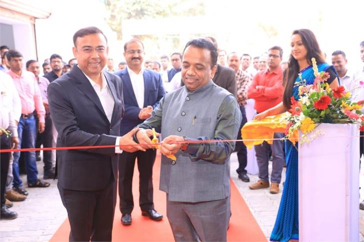 L-R: Arvind Mohanty, MD, Rockwell  Services and Neeraj Bisaria, CEO and MD Premium Transmission inaugurating the new service centre in Bhubaneshwar.