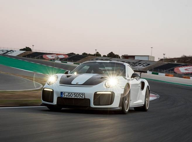 MAHLE claims the pistons produced by the 3D printer increase the engine performance of the Porsche 911 GT2 RS, while making it more efficient.