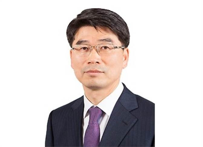 """Kia Motors Corp's Ho Sung Song: """"We will use the India factory as an export hub for SUVs because the worldwide trend is that SUVs are getting stronger,while the hatch and sedan are getting decreased."""""""