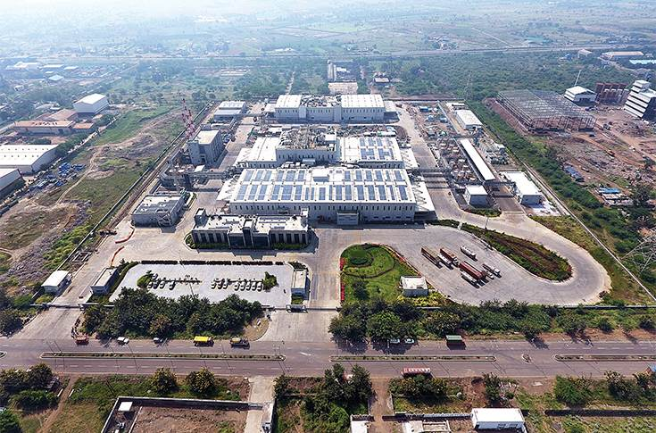 In February 2020, Henkel Adhesives Technologies inaugurated its new production facility in Kurkumbh, near Pune. Designed as a smart factory with a high level of process automation, it enables a wide range of Industry 4.0 applications and meets the growing demand for high-performance solutions in adhesives, sealants and surface treatment products.