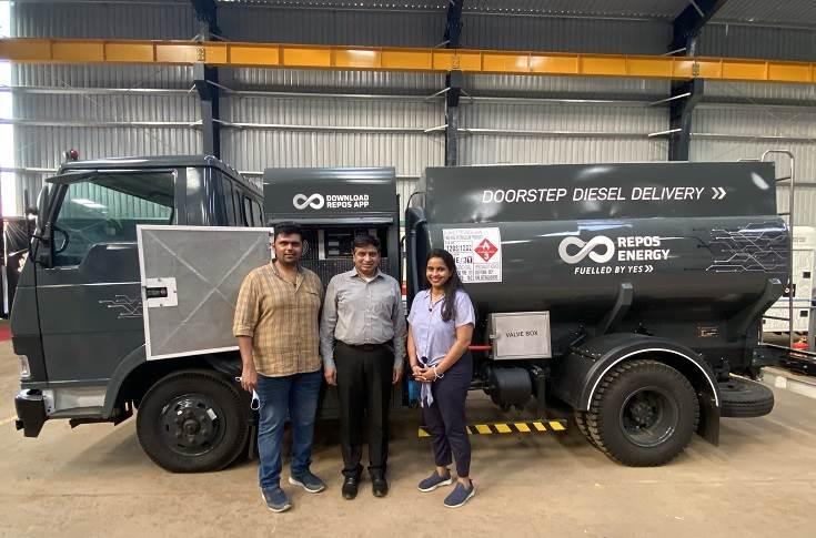 L-R: Chetan Waluj, co-founder, Repos Energy; Jalaj Gupta, business head – Commercial Vehicles, Mahindra & Mahindra and Aditi Bhosale Walunj, co-founder, Repos Energy at the launch of VO Alpha, mobile fuel dispenser based on Mahindra Furio model.