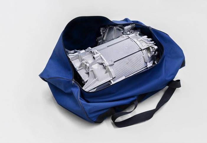 Compact enough to fit in a sports bag – the electric drive for Volkswagen's ID.3. It weighs around 90kg and can generate a peak output of up to 150 kW (204 hp) in the ID.3.