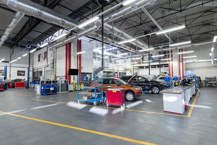 200 people test several Volkswagen Group brands 24 hours a day at the facility located in SEAT's Technical Centre.