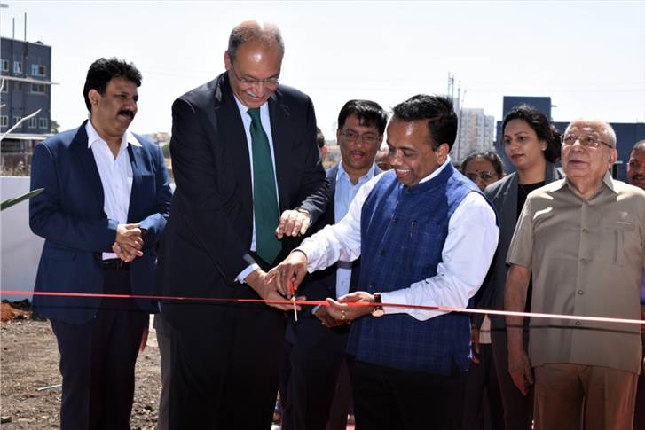 L-R: Arvind Singhal, director, Premium Transmission (2nd from Left) and Neeraj Bisaria, MD & CEO, Premium Transmission (3rd from Left) inaugurating the service centre.
