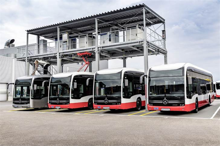 Electric charging station for Mercedes-Benz eCitaro with all-electric drive at the Mannheim bus works. Connection power of 1.2 MW, 4 parking bays for charging via cable, pantograph and charging rail.