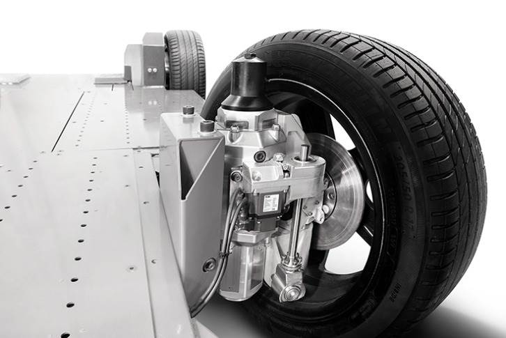 REEcorner (top left) integrates all drivetrain, powertrain, suspension and steering components into wheel arch, enabling the REEboard, a fully flat and modular electric chassis