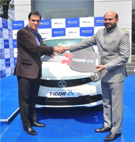 L-R: Ashesh Dhar, head – Sales, Marketing & Customer Care, EVBU, Tata Motors hands over the key to Ashok Vashist, CEO, Wise Travel India.