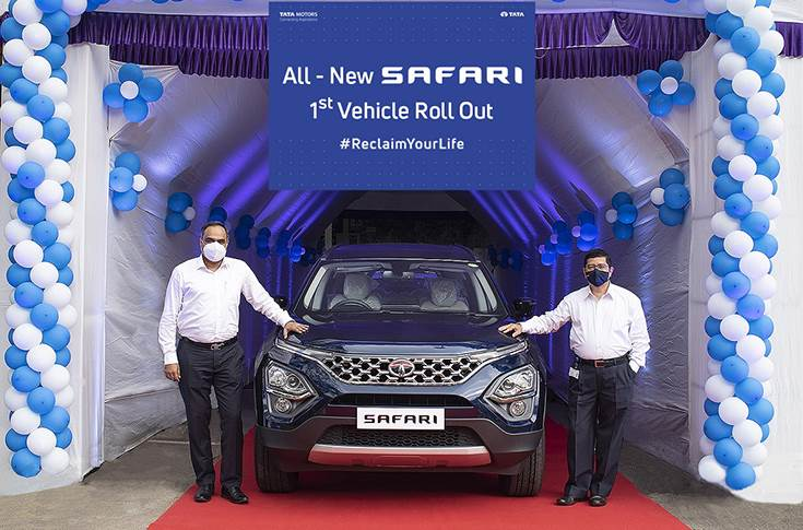 The first production ready new Safari. L-R:  Shailesh Chandra, President, PVBU, Tata Motors and Rajendra Petkar, President and CTO, Tata Motors at the company's Pune plant.