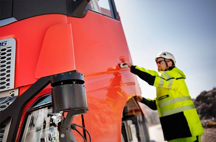 During the testing phases a safety driver sits in the cab, but in real operation the trucks are completely autonomous. It will be fully operational by the end of 2019.