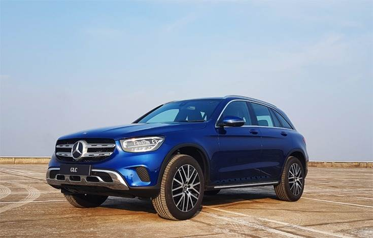 The GLC 200 is priced at Rs 57.40 lakh(ex-showroom, India) and the GLC 220d 4M is Rs 63.15 lakh (ex-showroom, India).