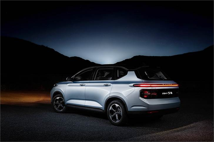 The RM-5 offers 12 variants with five-, six- and seven-seat options priced from RMB 86,800 to RMB 120,800 (Rs 873,000 to Rs 12.15 lakh).