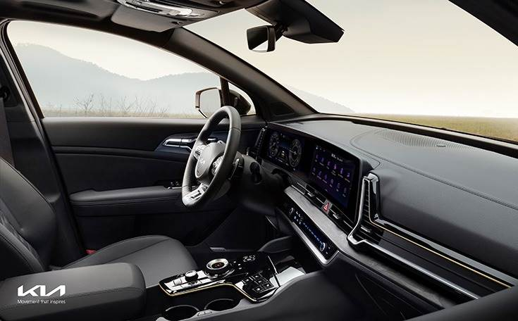An ergonomic center console has been optimally positioned for the driver and front passenger, providing storage, operating system configuration, cupholders and soft-touch switche