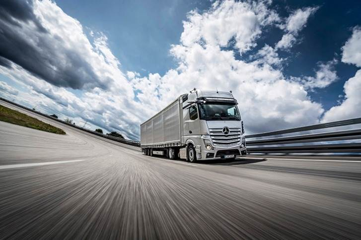 The Mercedes-Benz Actros has won the International Truck of the Year title for the fifth time.