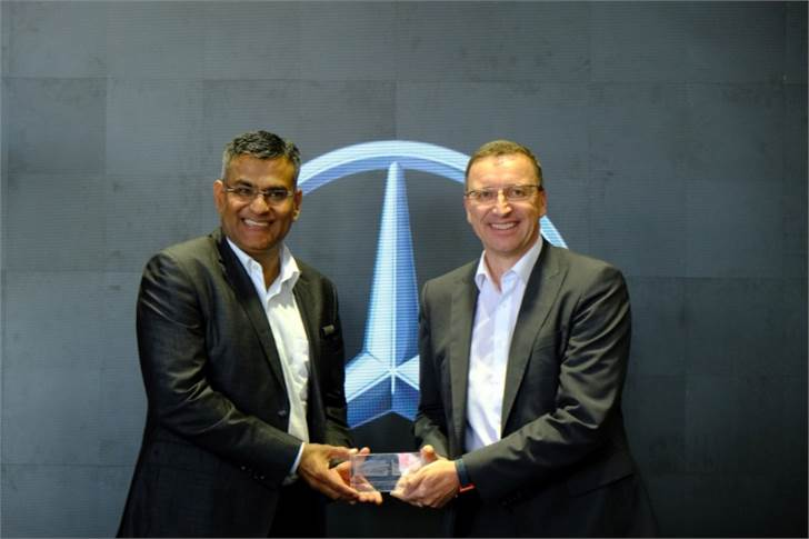 K M Thakkar, MD, Emerald Motors and Martin Schwenk, MD and CEO, Mercedes-Benz India, inaugurated the showroom and the service facility.