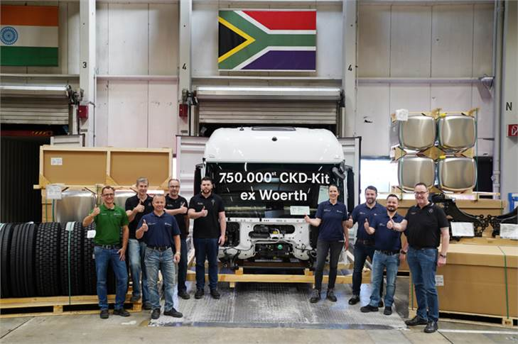 With the white Mercedes-Benz Actros 2652 LS 6x4, the CKD Center ships the 750,000th truck kit for a customer in South Africa.