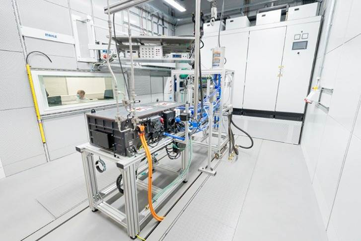 Under Pressure: A fuell cell system is being tested at MAHLE, delivering valuable data for the development of all peripheral component for fuel cell systems by MAHLE.