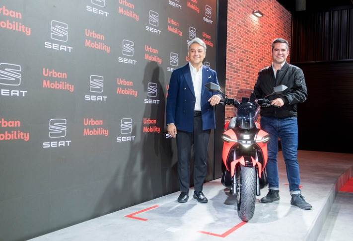 SEAT president Luca de Meo and Head of Urban Mobility, Lucas Casasnovas