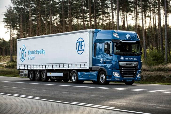Lightweight truck design, together with aerodynamically designed trailers helps reduce weight and fuel consumption. This combined with installation space optimization helps improve efficiency for all drive types and enables new approaches for electric mobility.