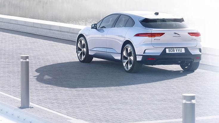 The I-Pace, which accelerates from 0-100kph in 4.8 seconds, will be offered in three variants – S, SE, and HSE.